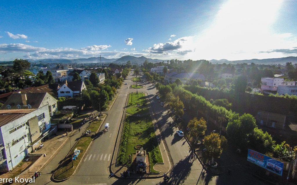 Avenue de l'indépandance- 25euros.100.000ar